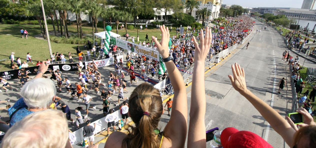 spectators cheering Gasparilla