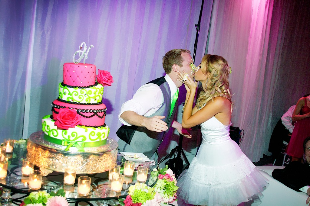 cake on the face kiss