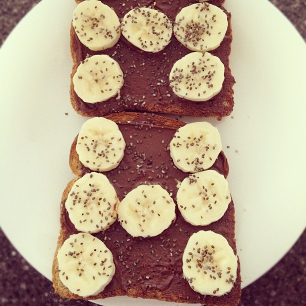 dark chocolate peanut butter on toast with bananas