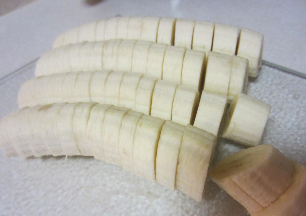 slicing bananas