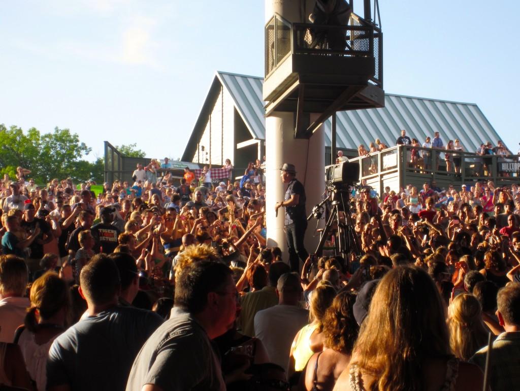 Gavin DeGraw in the crowd