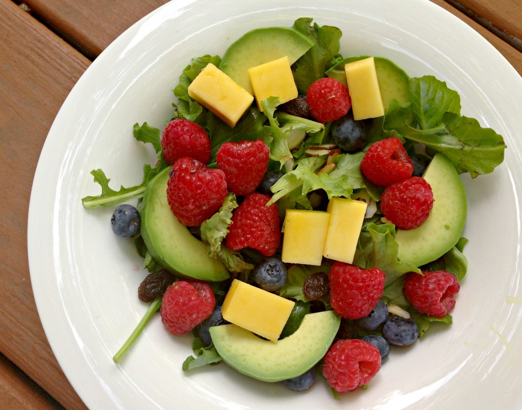 fresh berry and spinach salad