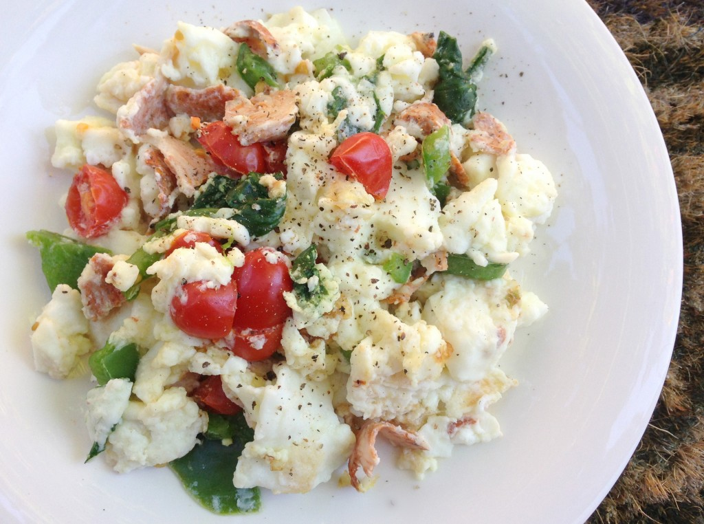 scrambled egg whites with turkey and veggies
