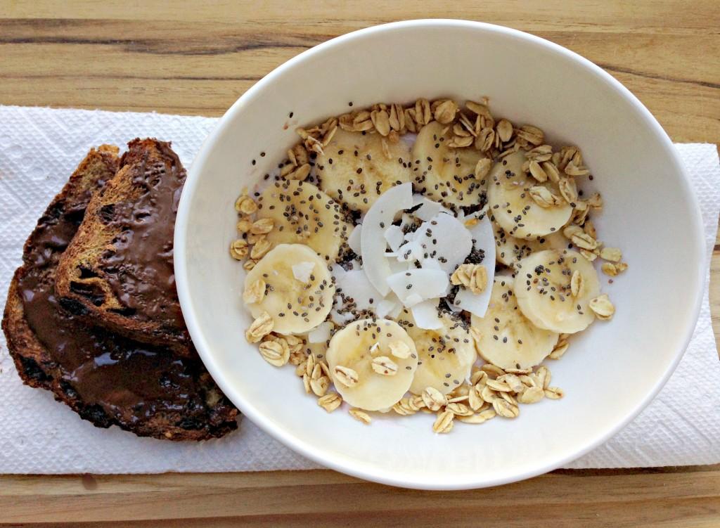 healthy breakfast yogurt bowl