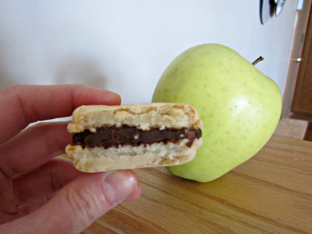 macaroon and apple