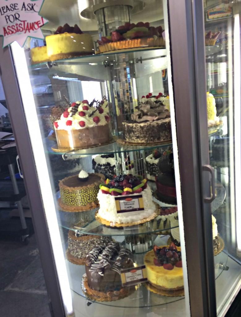 Nino Salvaggio Internatinoal Marketplace bakery cakes