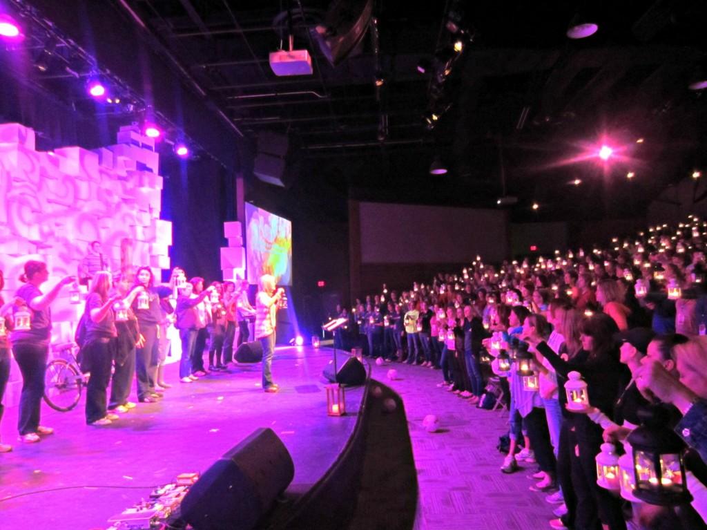 lanterns in crowd SMASH48
