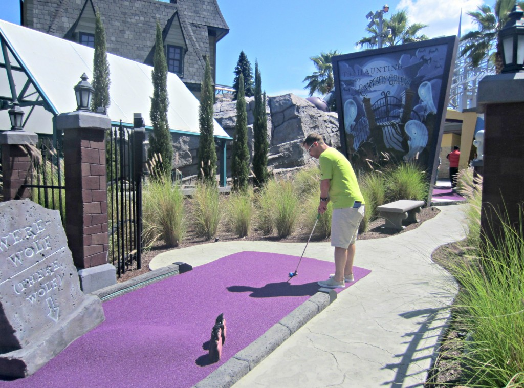 universal haunting mini golf course