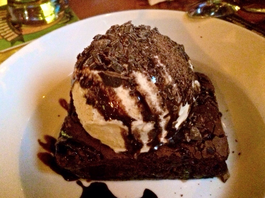 brownie sundae at griffin's claw