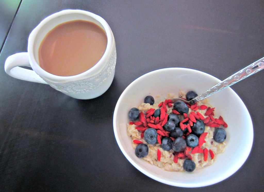 oatmeal breakfast with goji berries