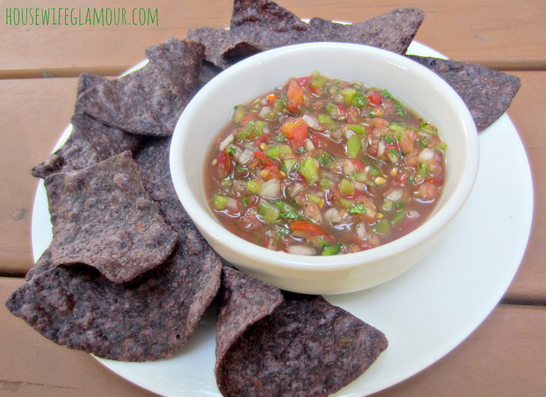 Healthy Homemade Salsa with corn chips