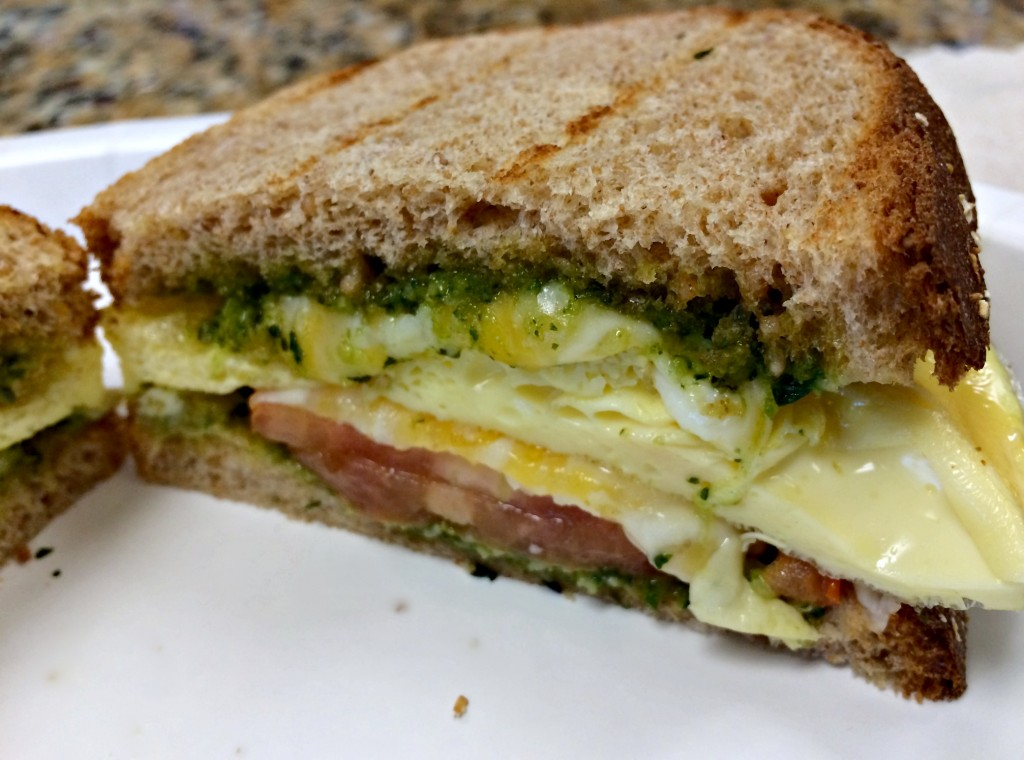healthy egg and pesto breakfast sandwich