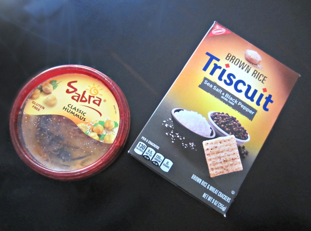 healthy snack triscuits and hummus