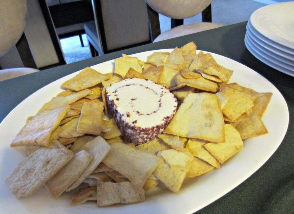 cranberry cheese and pita chips