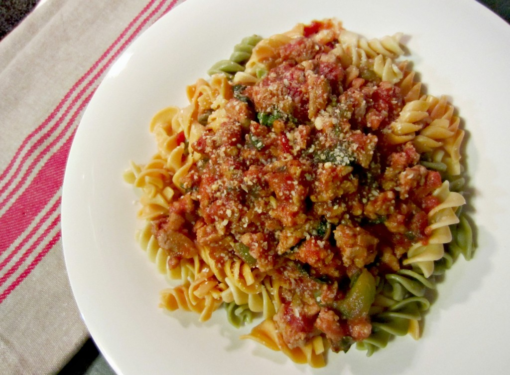 veggie pasta with seasoned turkey and vegetables sauce