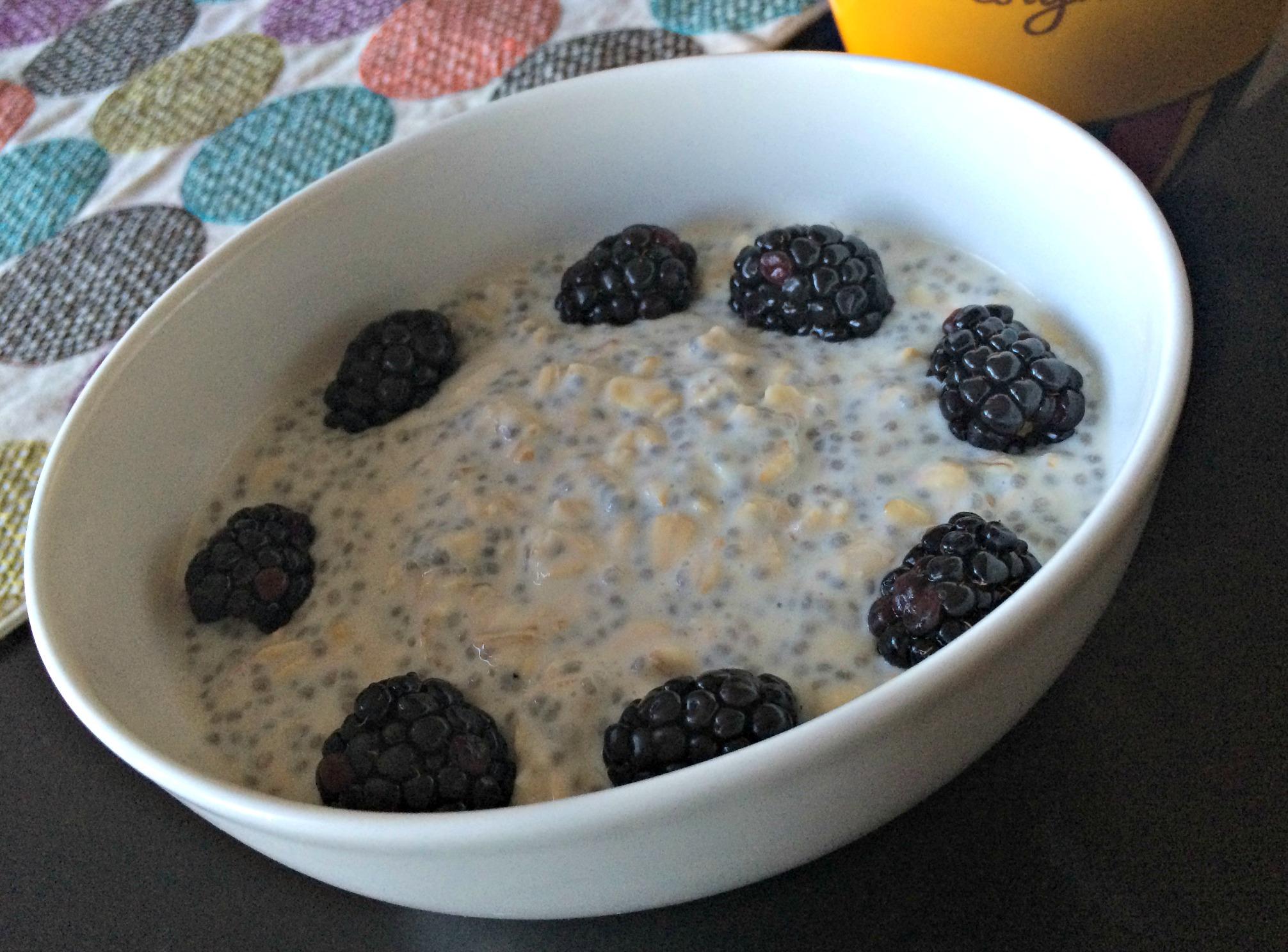 vanilla overnight oats with berries