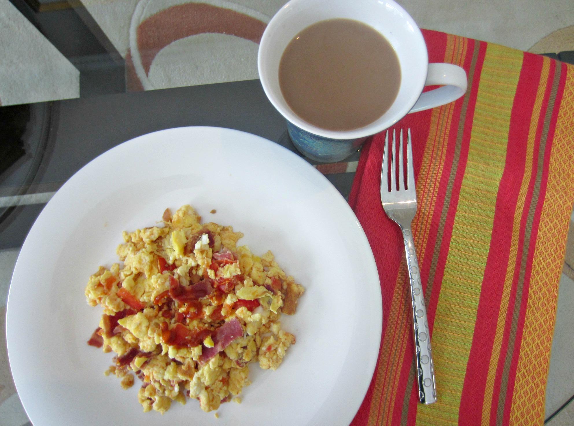 scrambled eggs with turkey bacon tomatoes and sriracha