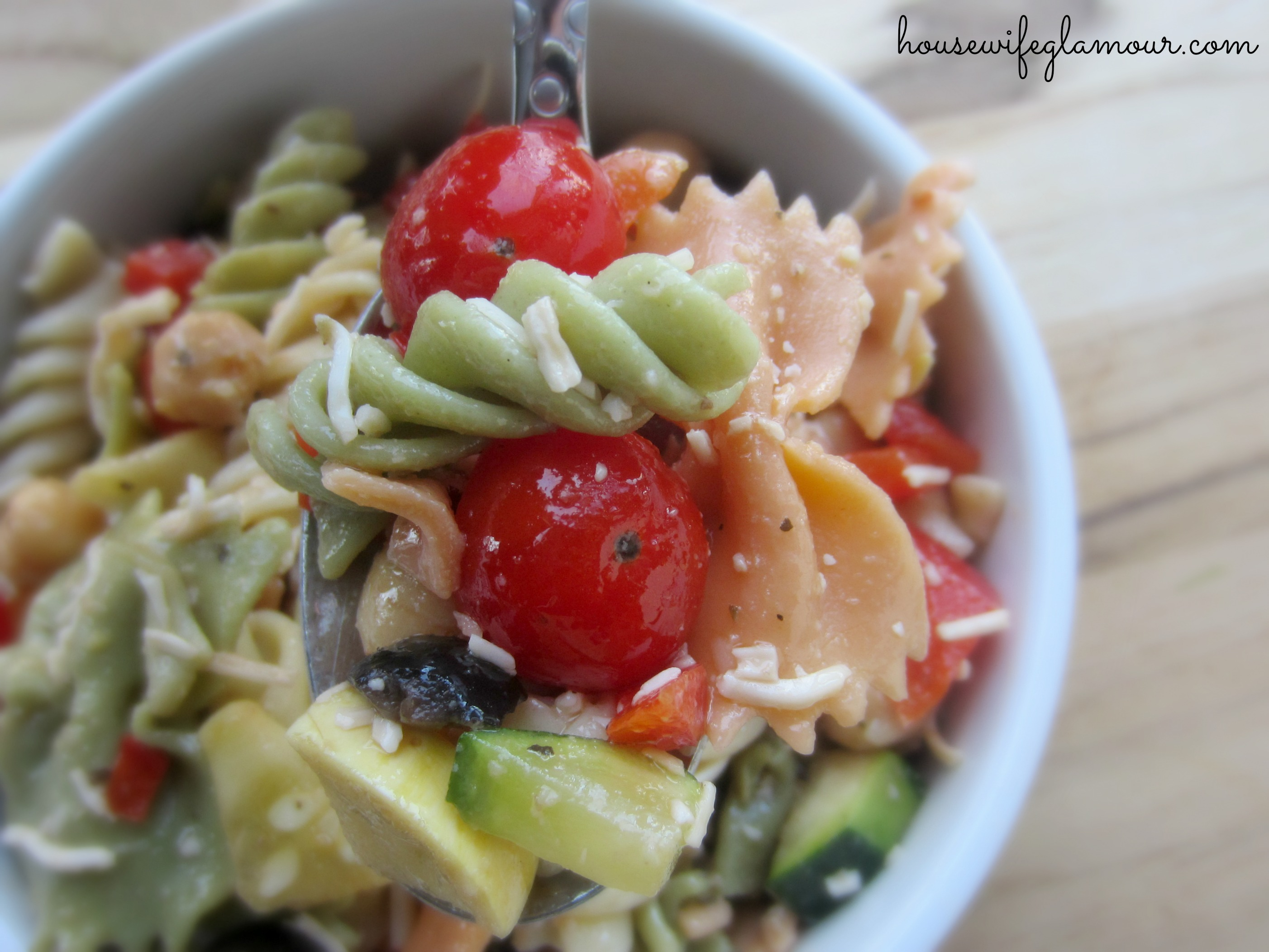 Healthy and light vegetable pasta salad