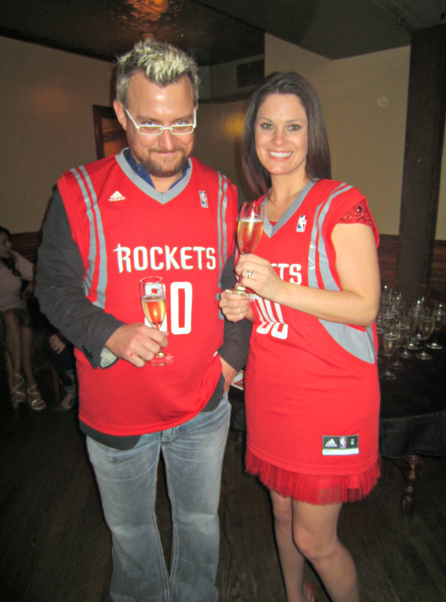 bride and groom in rockets jerseys