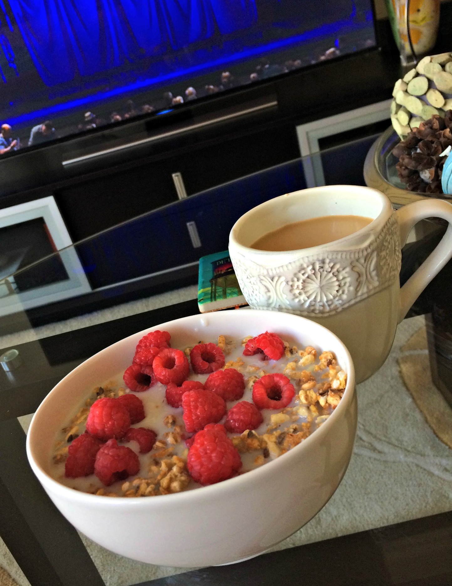 fiber cereal with raspberries and coffee