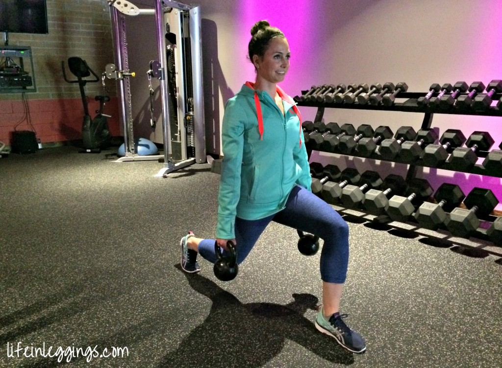 walking lunges with kettlebellswalking lunges with kettlebells