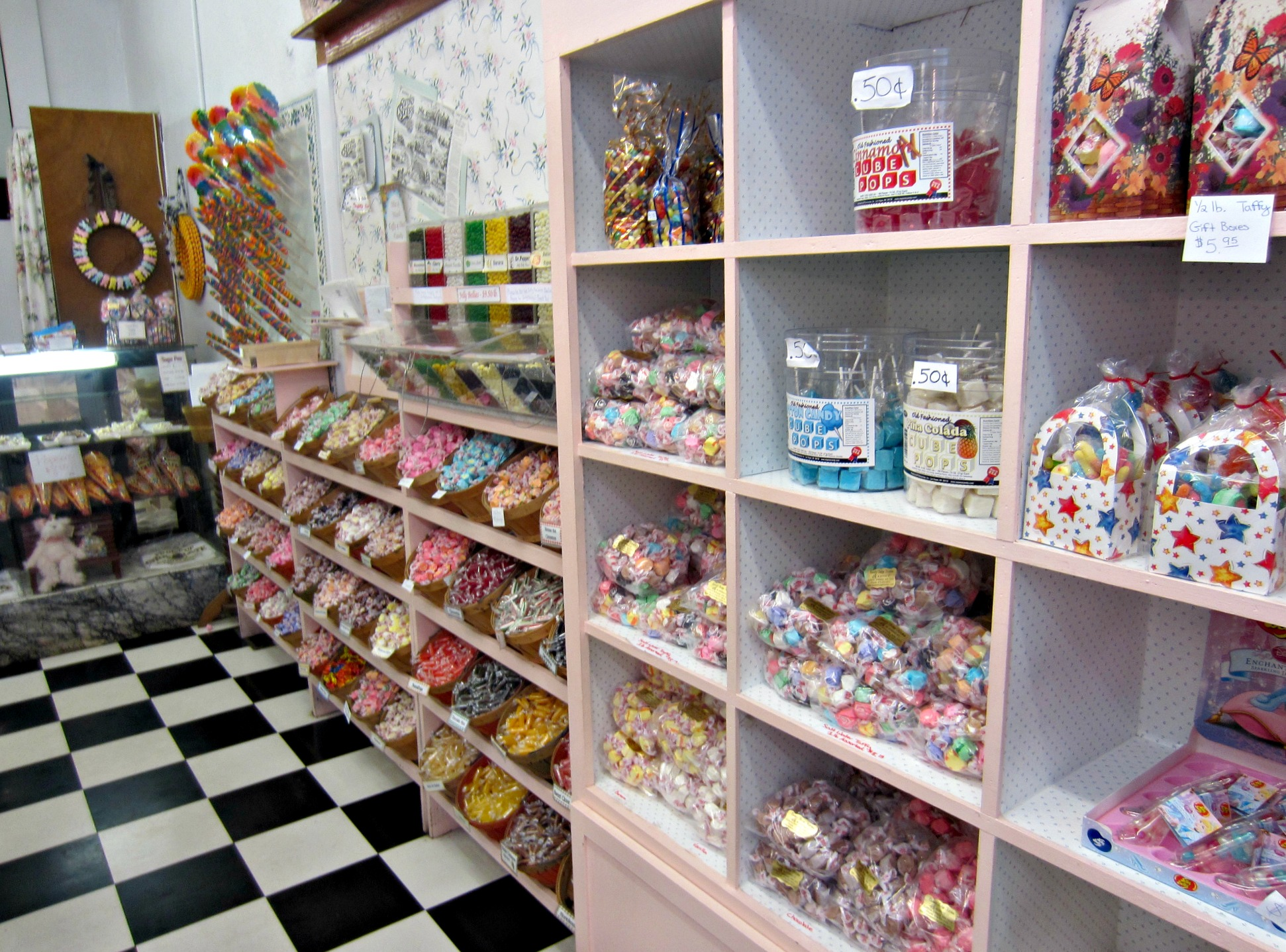 eureka springs salt water taffy store