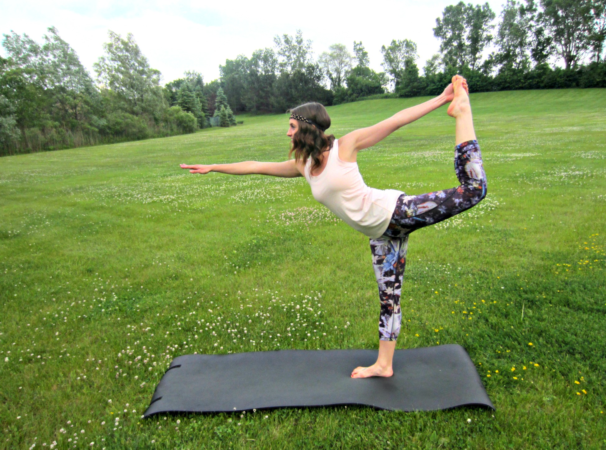 heather doing yoga pose in CALIA by Carrie Underwood
