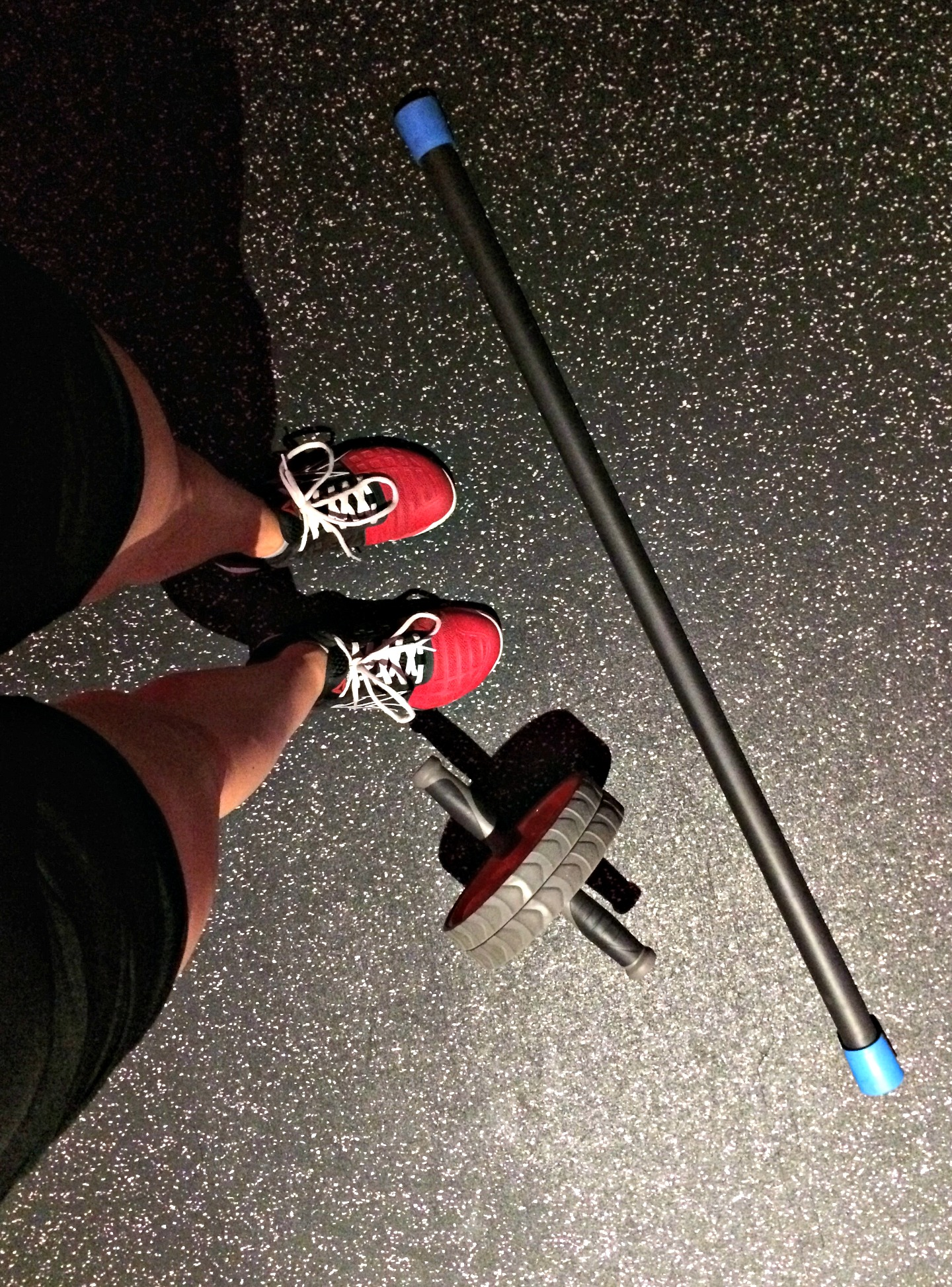 workout with ab wheel and body bar