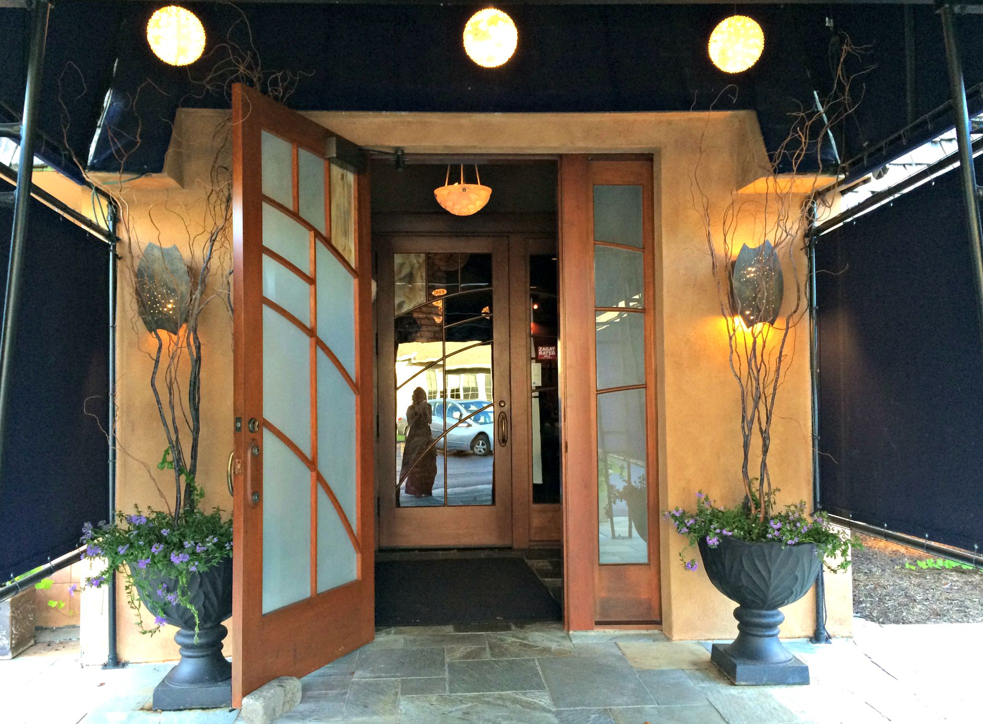 cafe cortina entrance