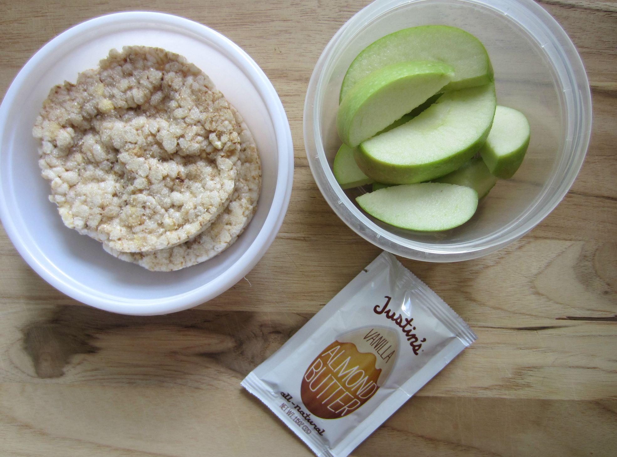 rice cakes and apples with almond butter - healthy snack