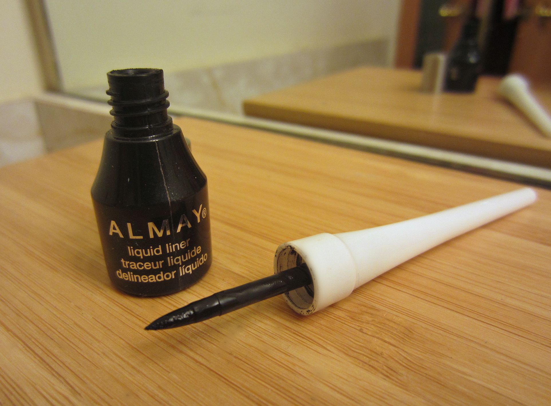 Almay liquid liner eyeliner