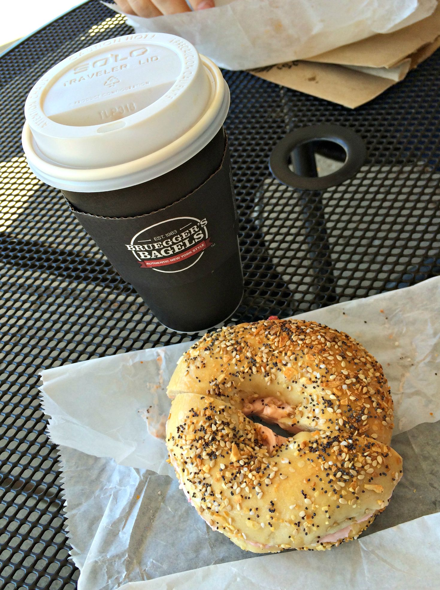 bruegger's bagels everything bagel