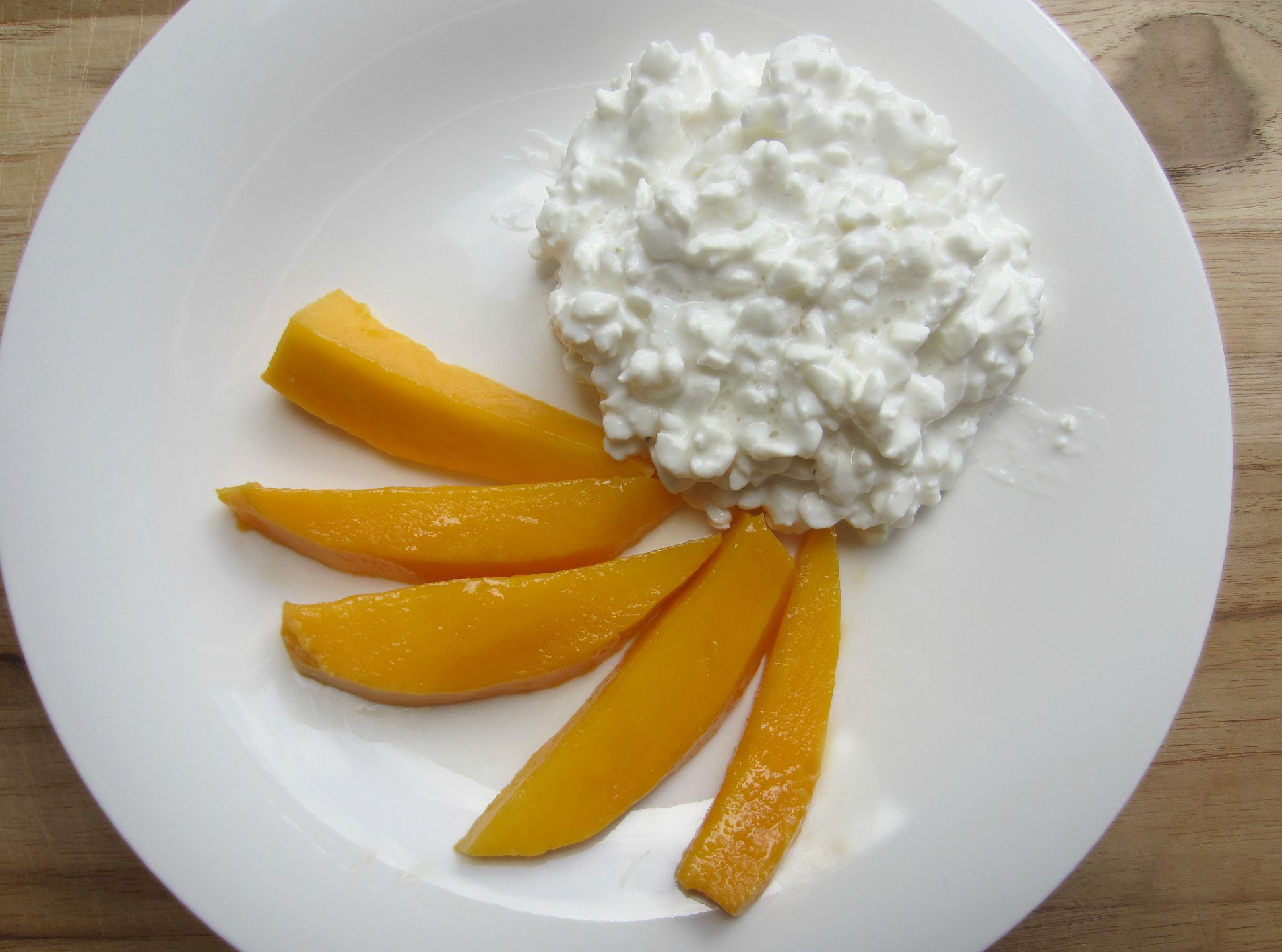 cottage cheese and mango - healthy snack