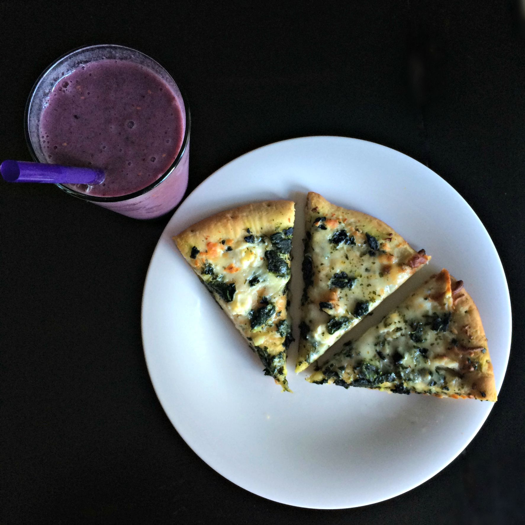 smoothie and leftover pizza