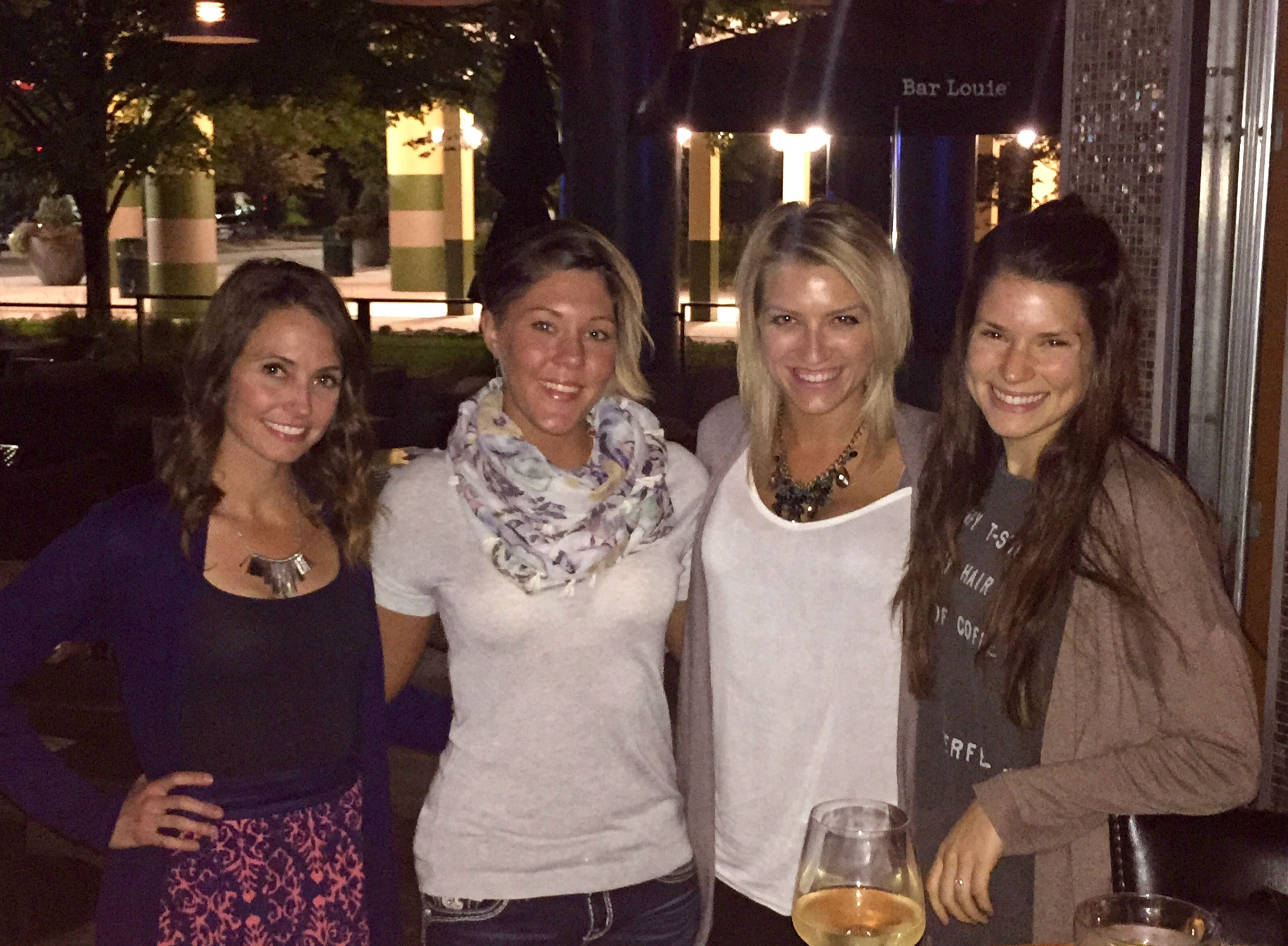 bar louie girls night