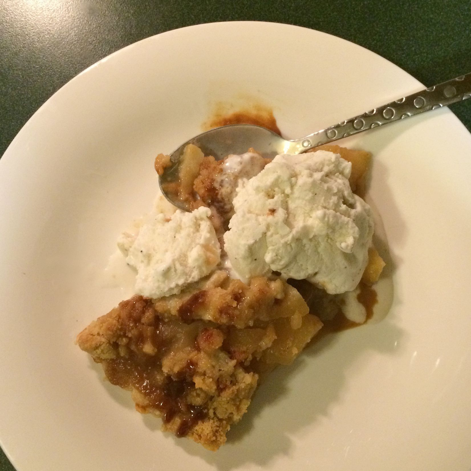 cider mill apple pie with vanilla ice cream