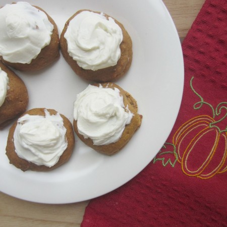 healthy pumpkin spice cookies with cream cheese frosting