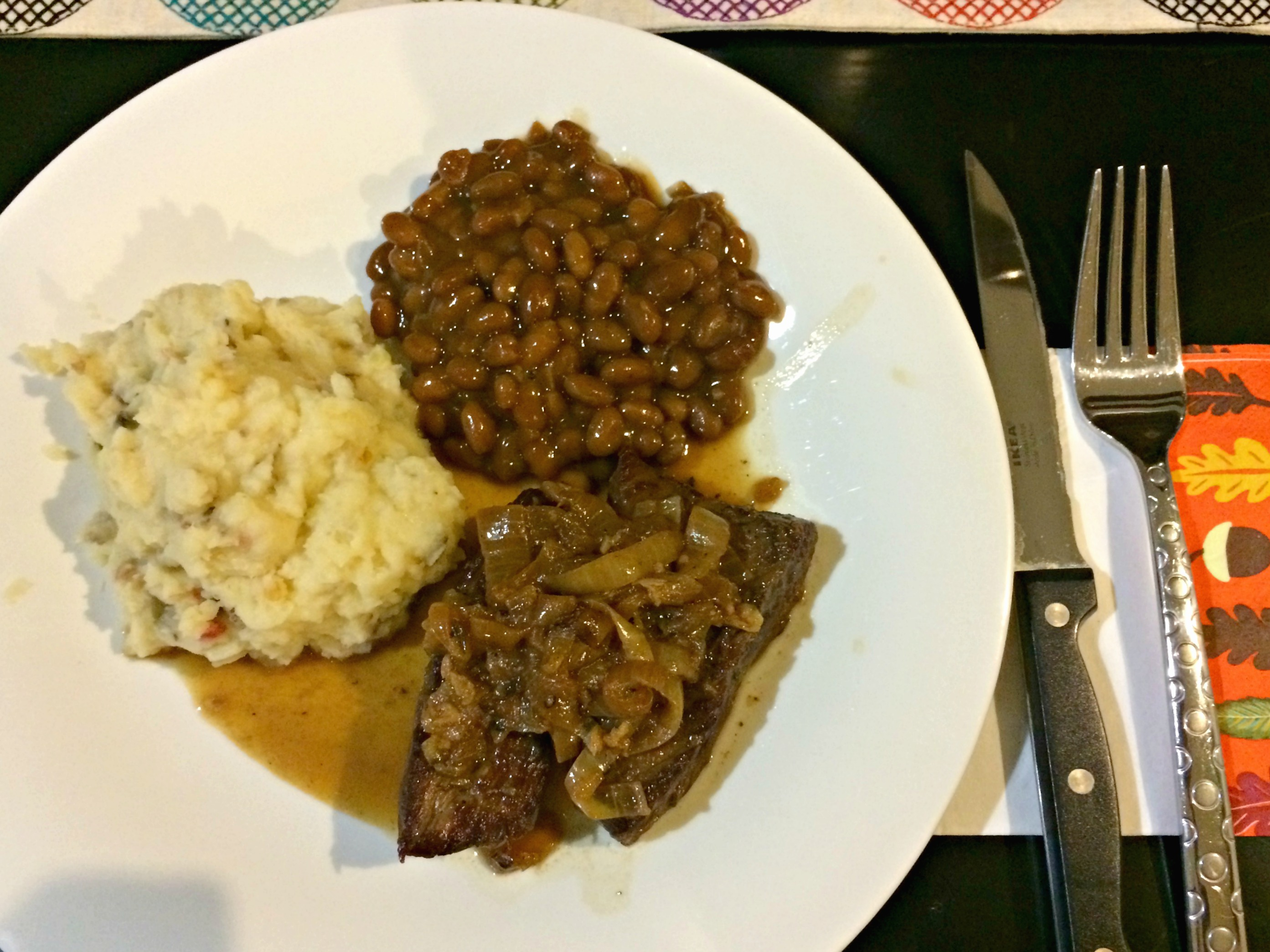short rib with mashed potatoes and beans