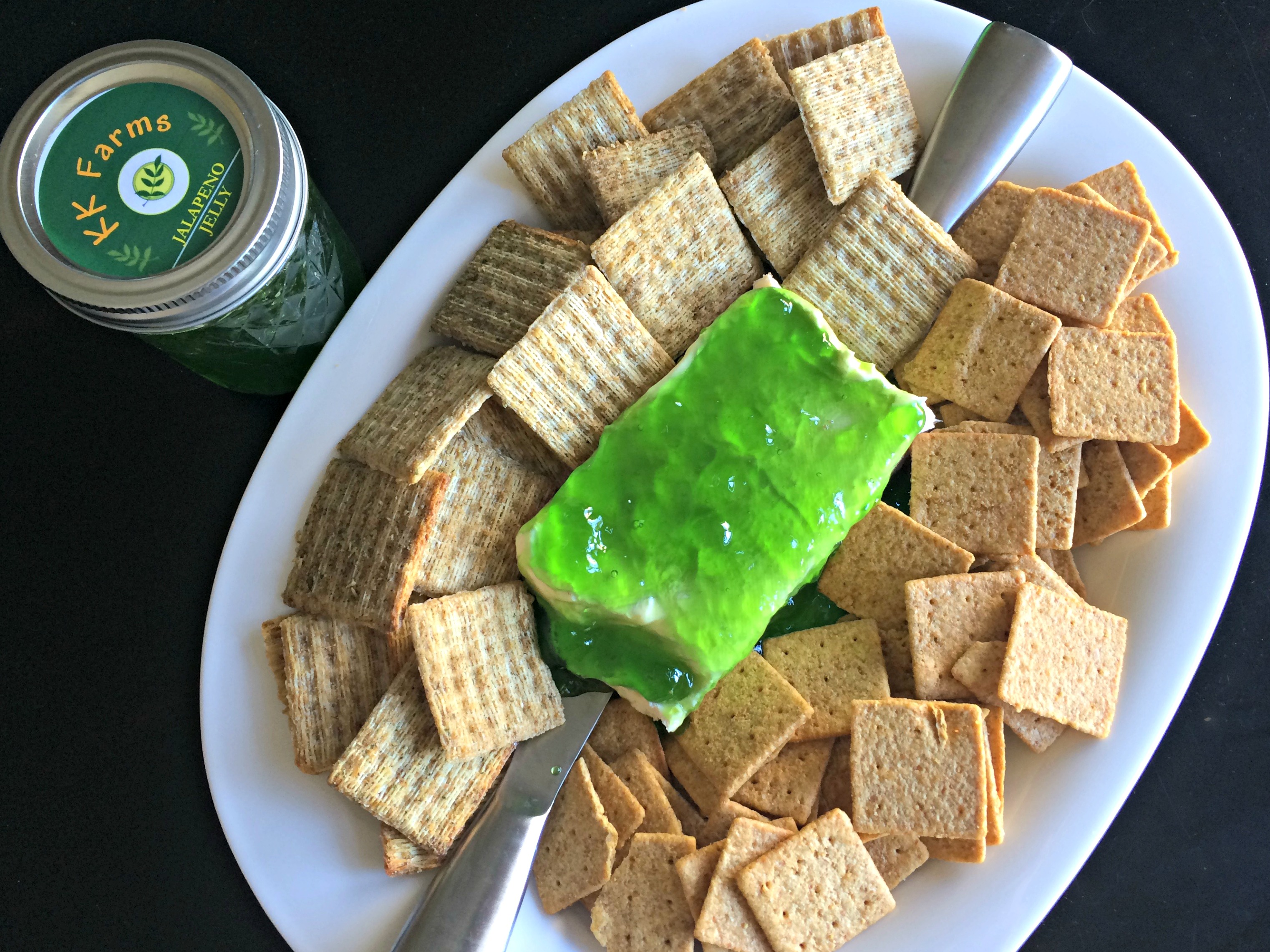 jalapeno jelly cream cheese dip and crackers