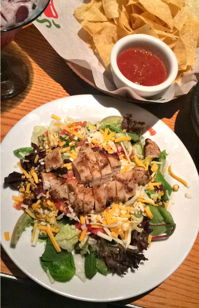chili's grilled chicken salad
