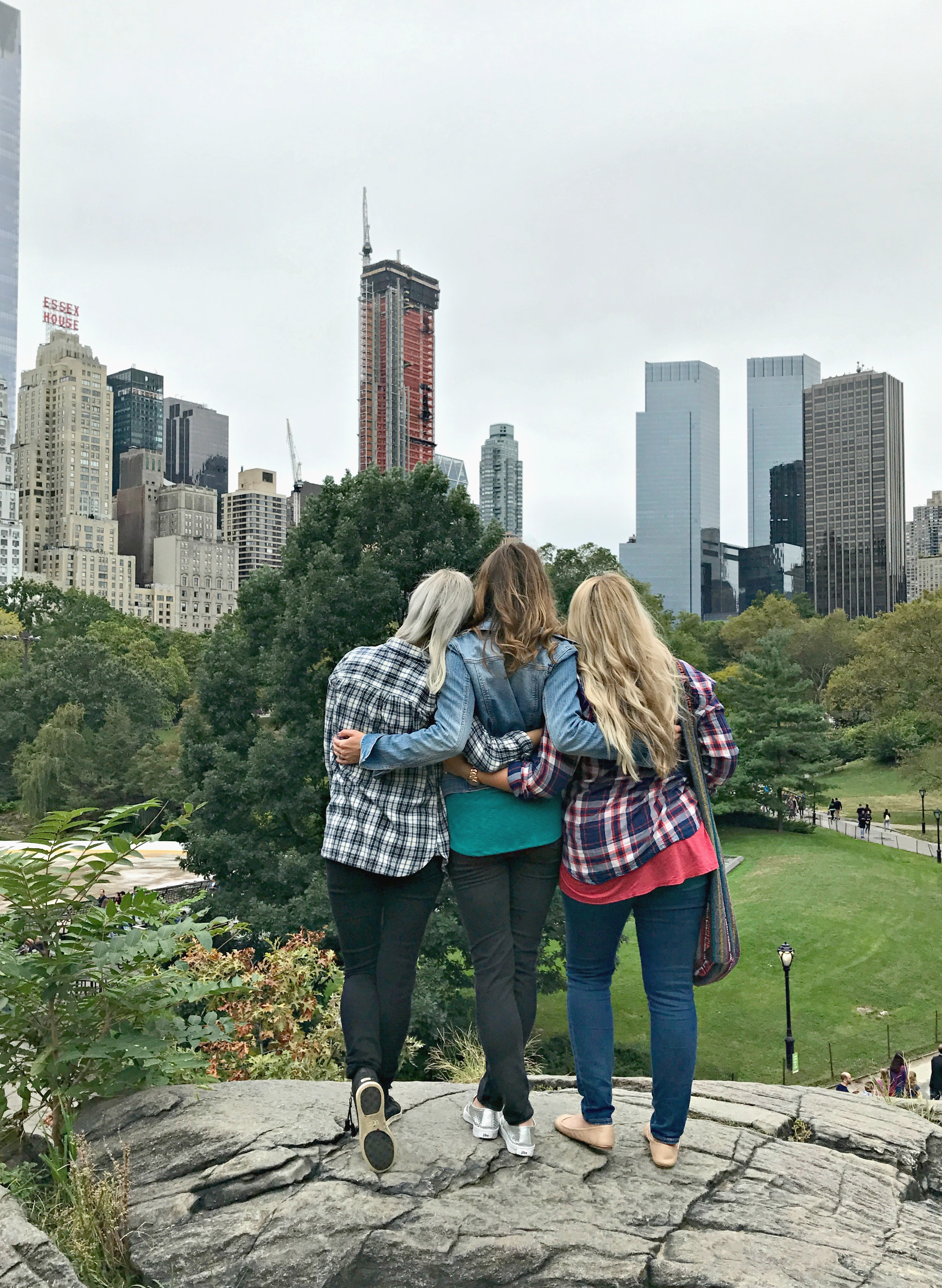 central-park-overlook-rock-with-brittany-and-melissa