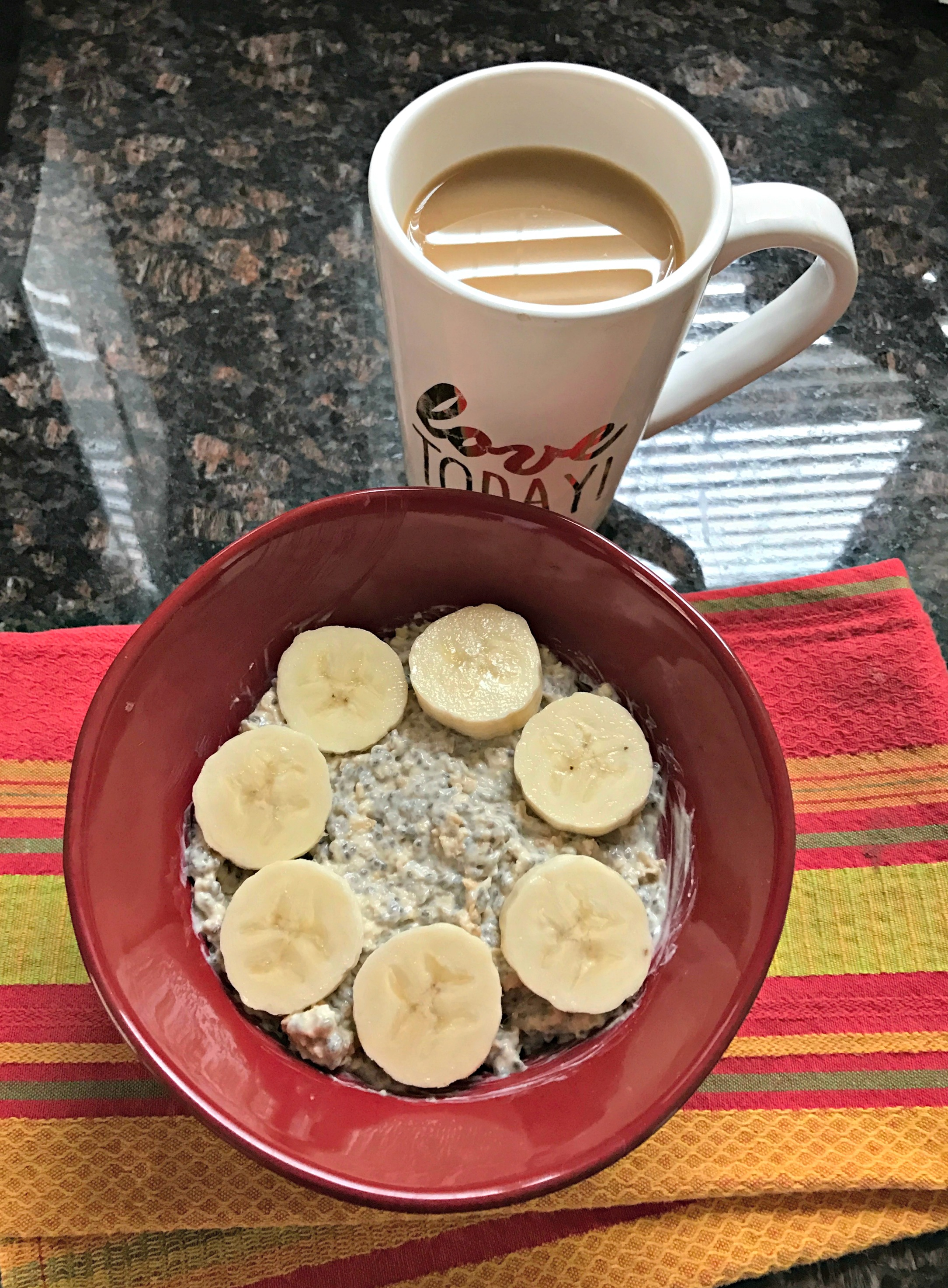 overnight-oats-with-banana-slices