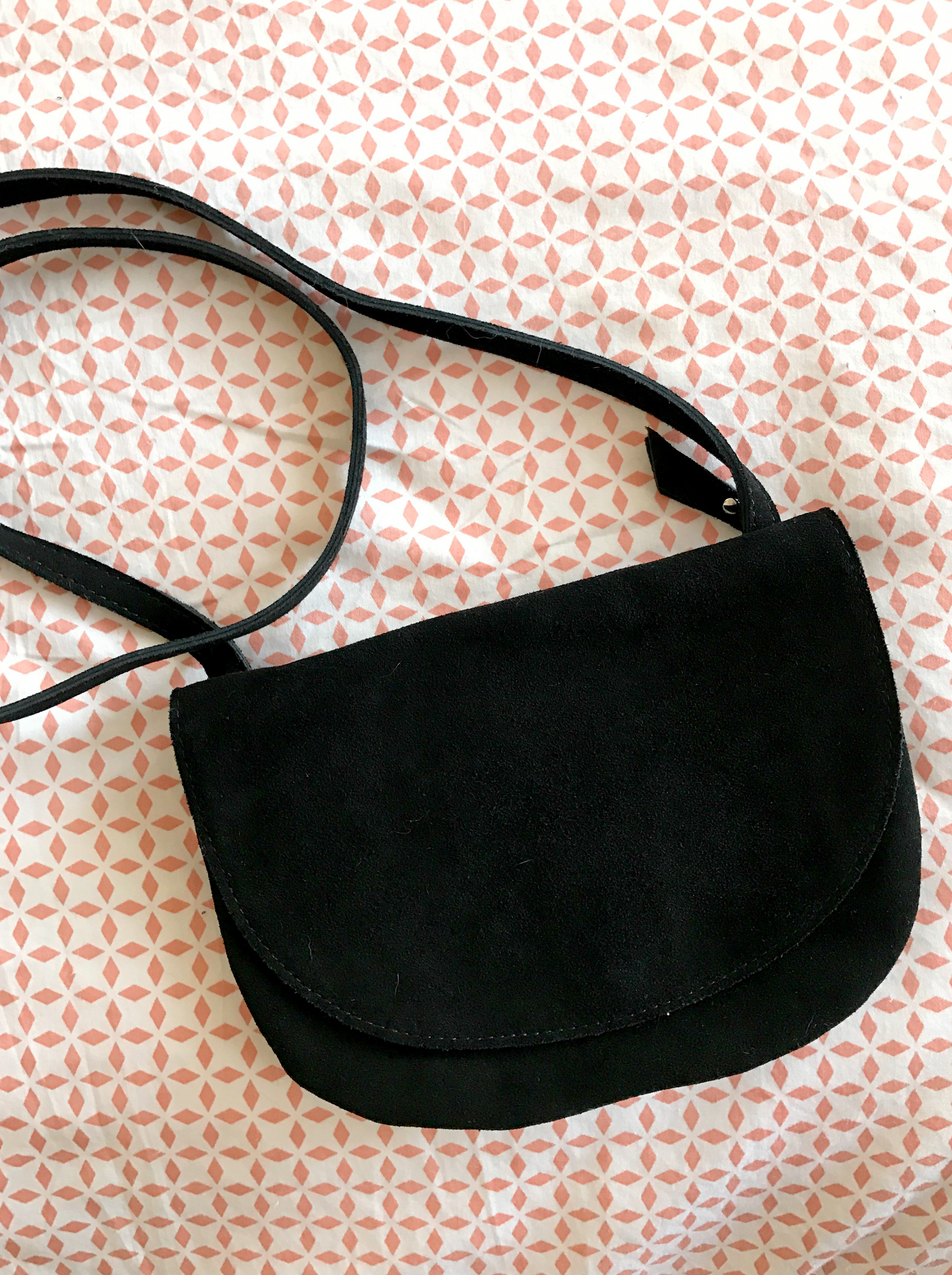 urban-outfitters-black-crossbody-bag