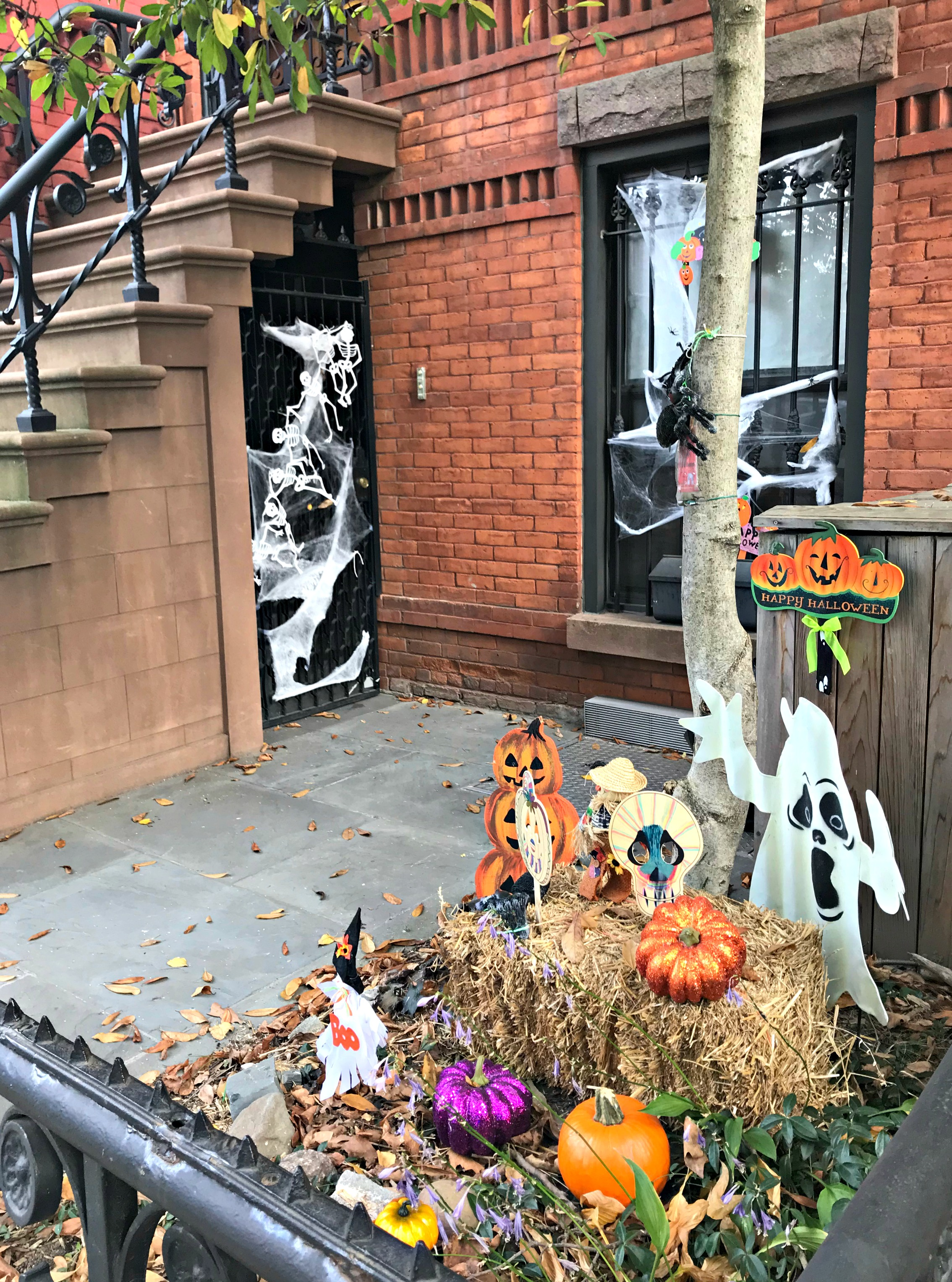 halloween decorations nyc stoop