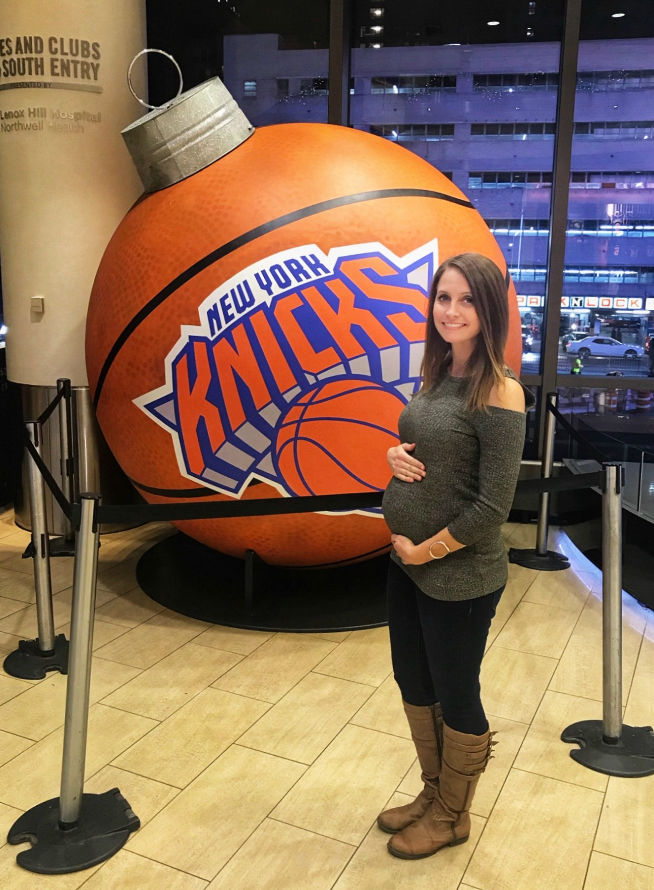 21 weeks pregnant at new york knicks game