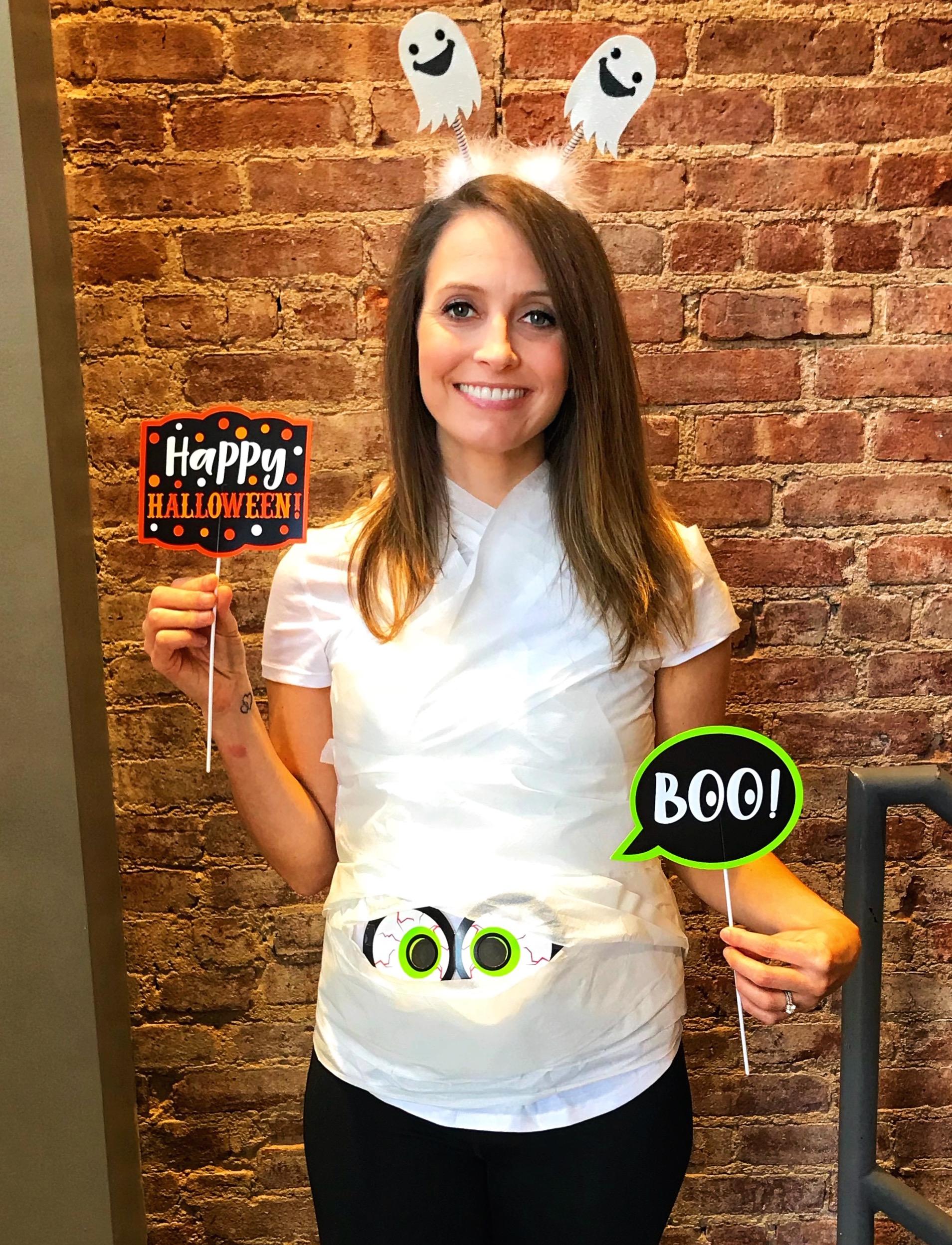 Heather 19 weeks pregnent halloween